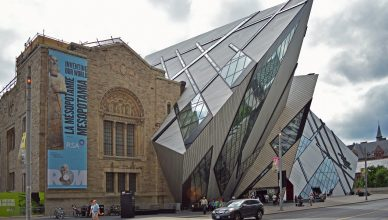 Royal Ontario Museum, postmodern architecture. Image courtesy: Wikimedia Commons