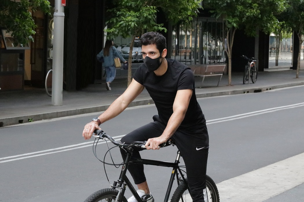 Urban cyclist wearing AusAir masks to protect from pollutants. Image courtesy: AusAir